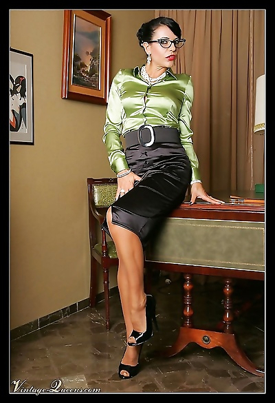 Leggy vintage secretary in stockings - part 1025