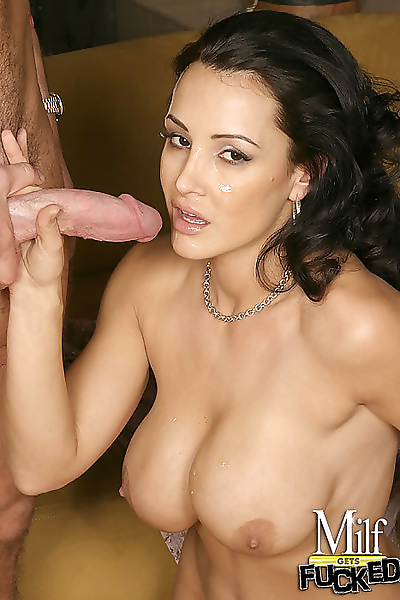 Gorgeous milf lisa ann shows..