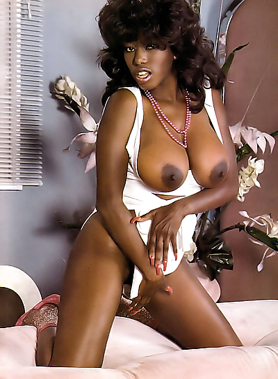 Ebony ayes in vintage nudie..