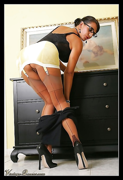 Vintage queen eve in nylon stockings - part 1572