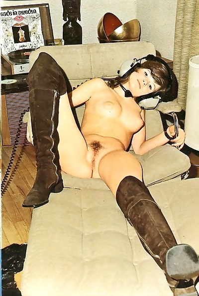 Beautiful retro babies with hairy pussies have nice sex - part 1532