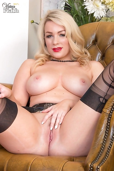 Busty penny lee spreads her pussy in black nylons - part 2330