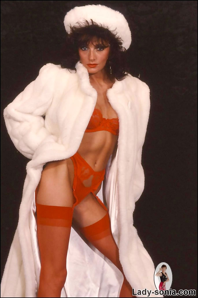 Milf in lingerie and fur pictures Lingerie Milf Lady Sonia In White Fur Coat Part 264 At Vintageporno Me